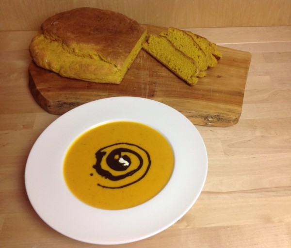 Kürbissuppe+Brot11