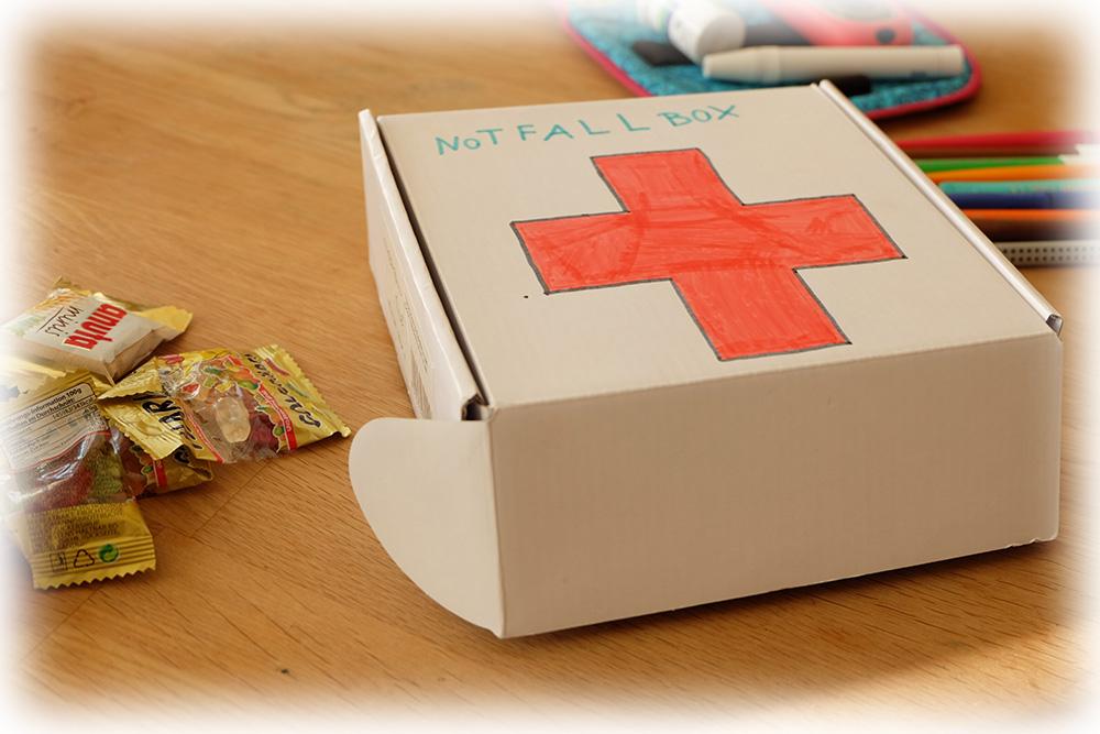 fotostrecke notfallbox f r schule oder kiga blood sugar lounge. Black Bedroom Furniture Sets. Home Design Ideas