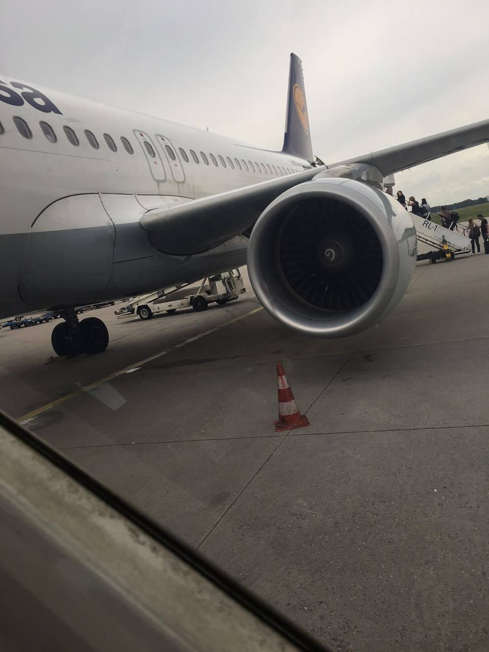 Flugzeug drausne