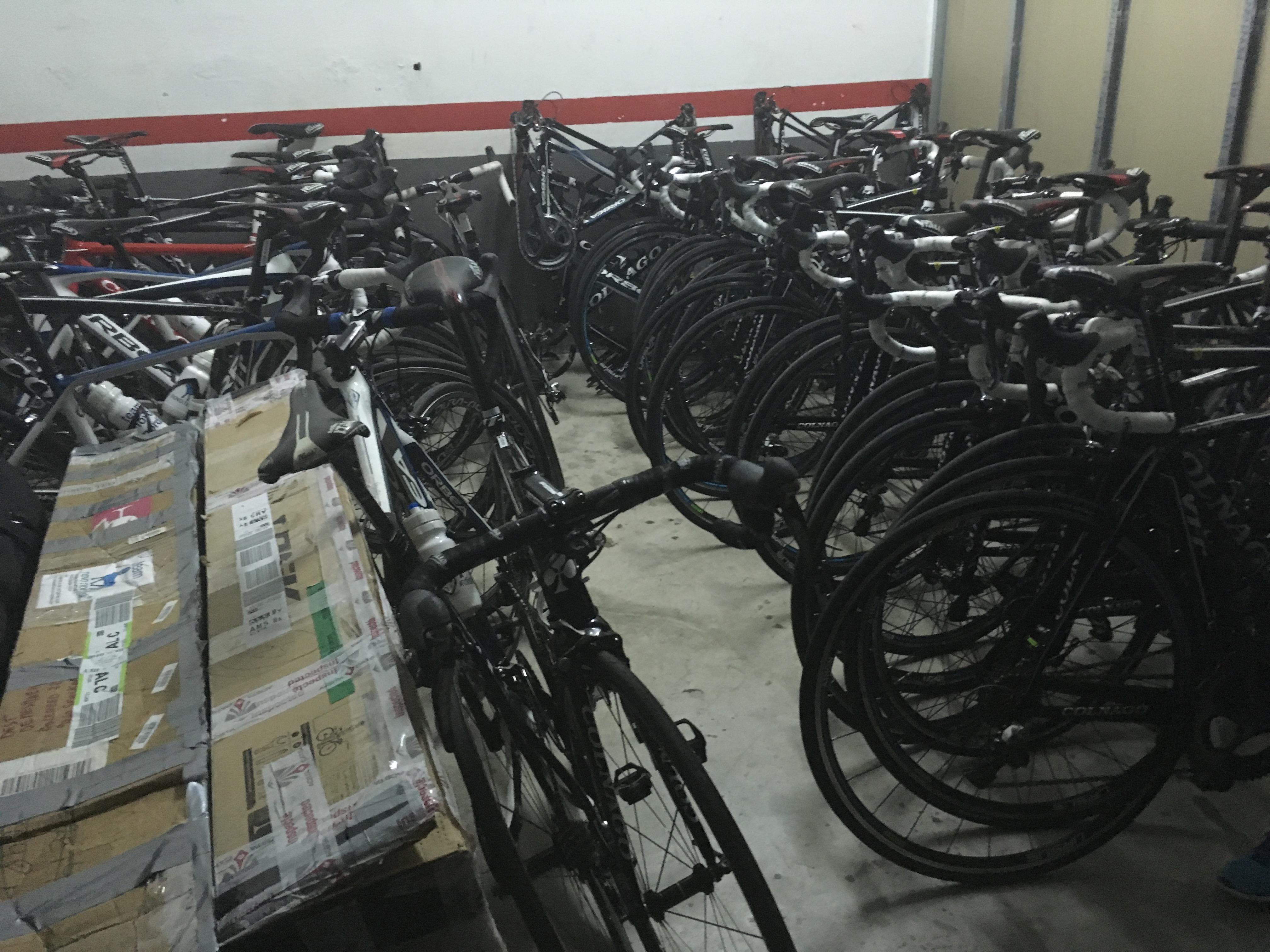 Für die Rennräder ist ein eigener Raum in der Tiefgarage reserviert.
