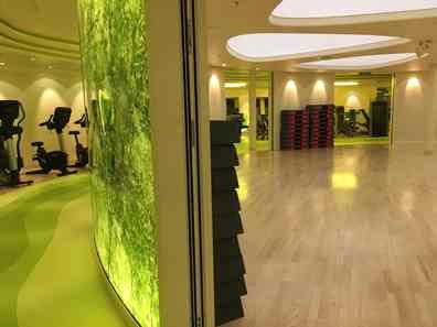 Der Fitnessbereich mit vielen modernen Geräten und einem großen Kursraum hat mich wirklich begeistert!