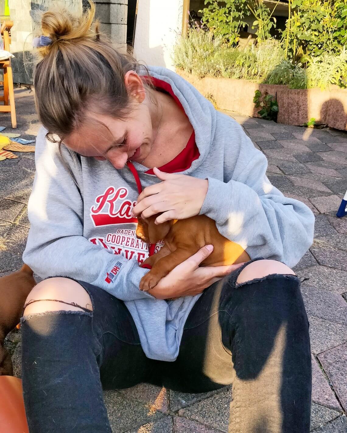 Olli mit Baby-Oskar auf dem Arm