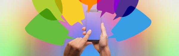 Smartphone und viele verschieden Sprechblasen