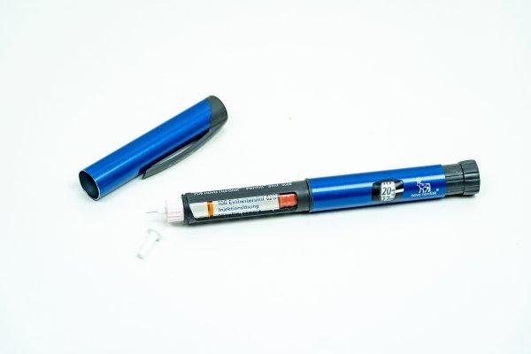 Der Wut-Bolus bringt den Blutzucker nicht schneller runter / blauer Insulinpen