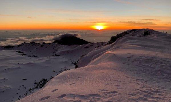 Sonnenaufgang vom Uhuru Peak
